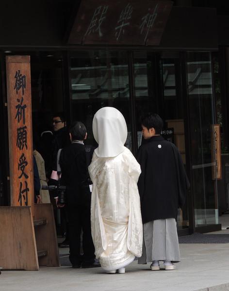 MeijiShrineHoodedBrideandGroomDSCN6321.jpg