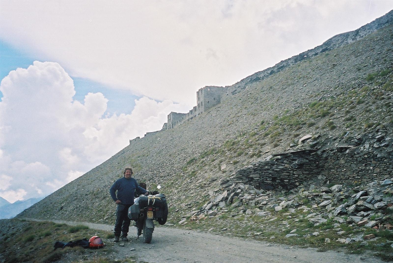 2002, augustus. Top van Monte Jafferau met bagage... Dat noemt dan onwetendheid