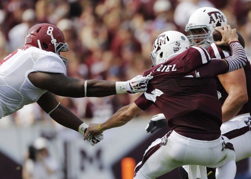 """. <p><b> Texas A&M quarterback Johnny Manziel made history during Saturday�s game against No. 1 Alabama when he tallied 464 � </b> <p> A. Passing yards  <p> B. Yards of total offense  <p> C. Autographs  <p><b><a href=\'http://sports.yahoo.com/blogs/ncaaf-dr-saturday/winners-losers-alabama-wins-johnny-manziel-amazes-074015144--ncaaf.html\' target=\""""_blank\"""">HUH?</a></b> <p>    (AP Photo/David J. Phillip)"""