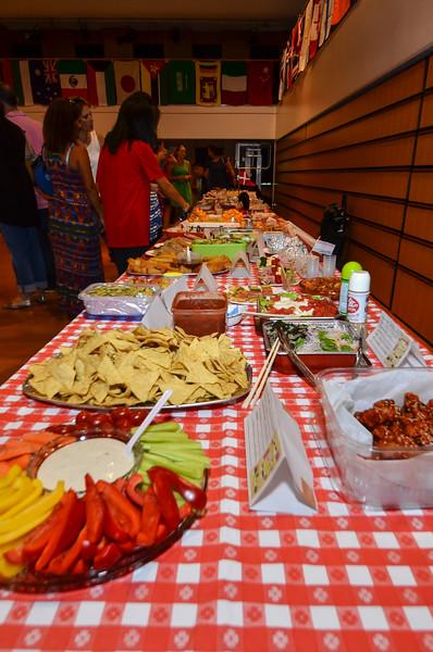 grade 2 cross cultural lunch 2014-13.jpg