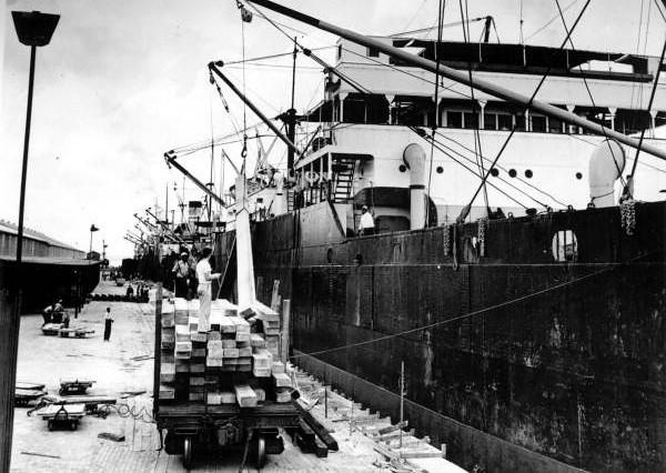 1939 Steamboats.jpg