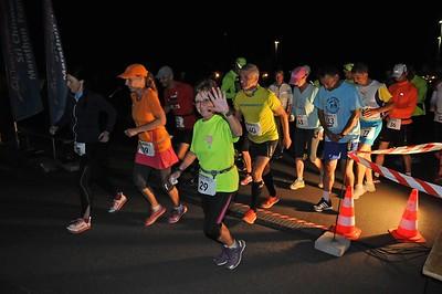 am Abend / Siegerehrung 6 Stunden-Lauf / Start 12 Stunden-Lauf