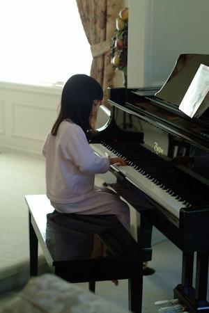 2005-07-25 Kids Play Piano
