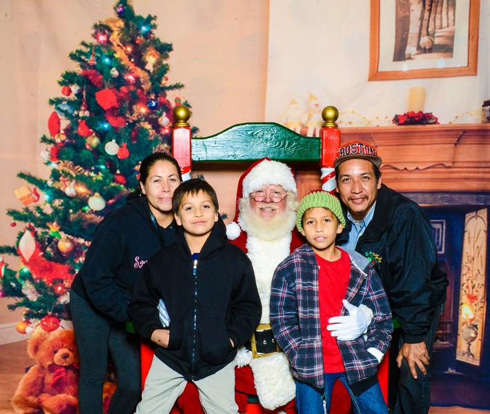 Santa Elmore 2016-12187.jpg