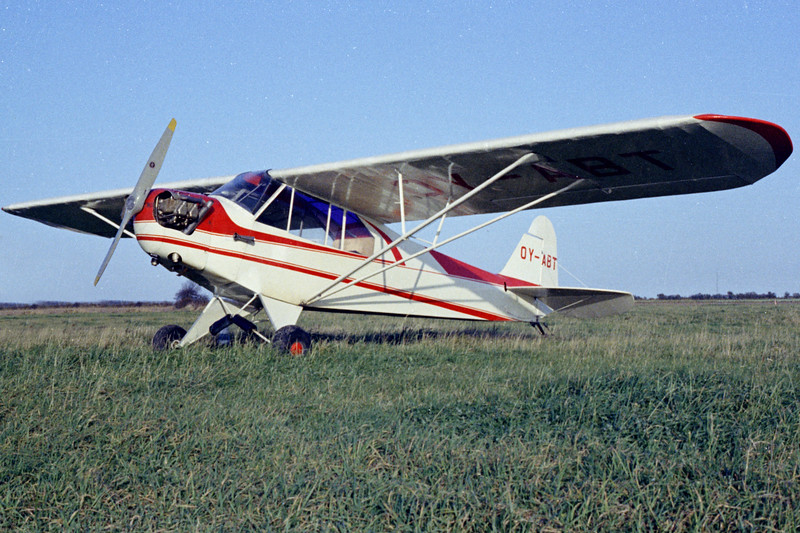 OY-ABT-PiperJ3F-50Cub-Private-Fredericia-1971-N12-17-KBVPCollection.jpg