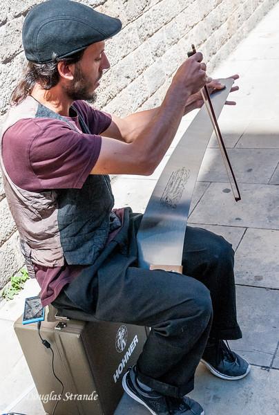 Barcelona: Playing a Stradivarius saw