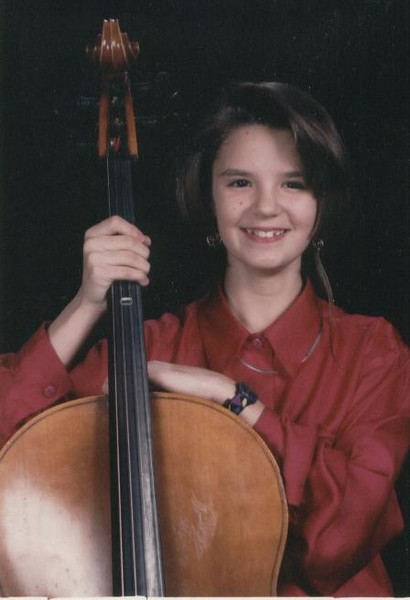 Andi_with_her_Cello.jpg