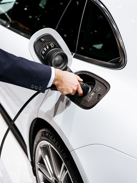 Charging the Porsche Panamera 4 E-Hybrid - Samuel Zeller for the New York Times