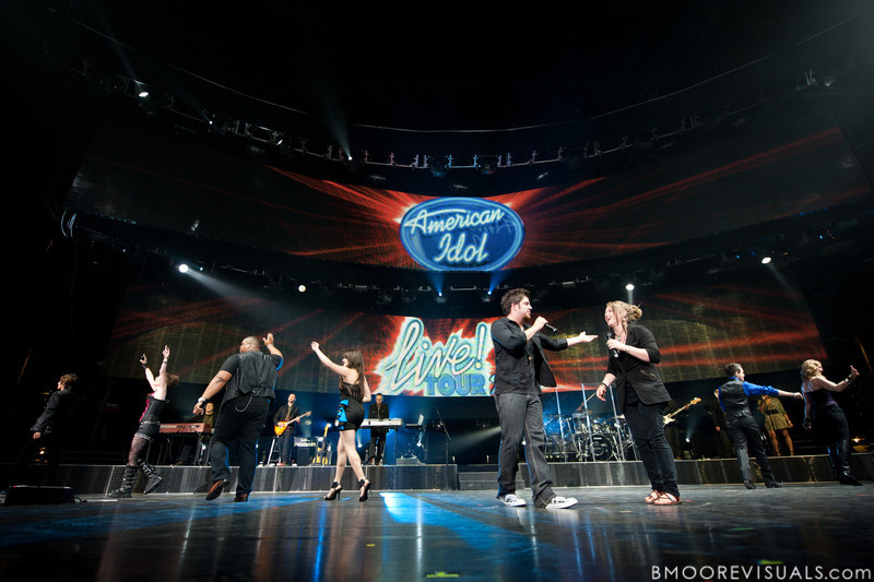 "Tim Urban, Siobhan Magnus, Michael ""Big Mike"" Lynch, Katie Stevens, Lee Dewyze, Crystal Bowersox, Aaron Kelly, Casey James, and Didi Benami, leave the stage at the close of the American Idol Live! Tour at St. Pete Times Forum in Tampa, Florida on August 4, 2010."