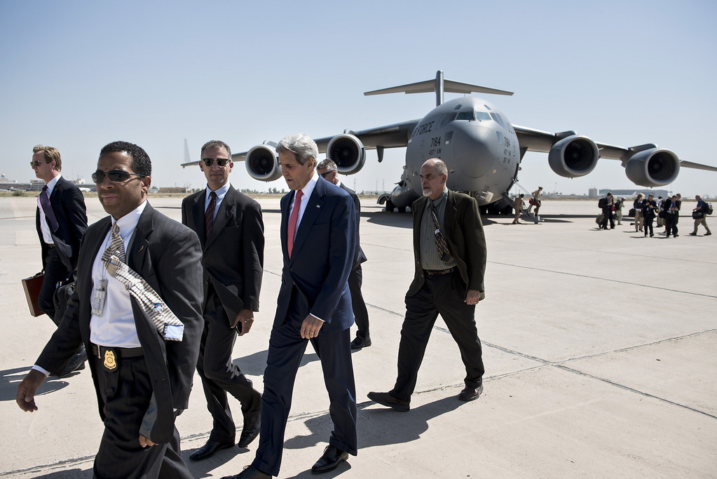 . US Secretary of State John Kerry (2R) arrives at Baghdad Airport on September 10, 2014. Kerry is visiting Iraq to hold talks with the country\'s new leaders on their role in a long-awaited strategy against Islamic State jihadists to be unveiled by President Barack Obama. AFP PHOTO/BRENDAN SMIALOWSKI/POOLBRENDAN SMIALOWSKI/AFP/Getty Images