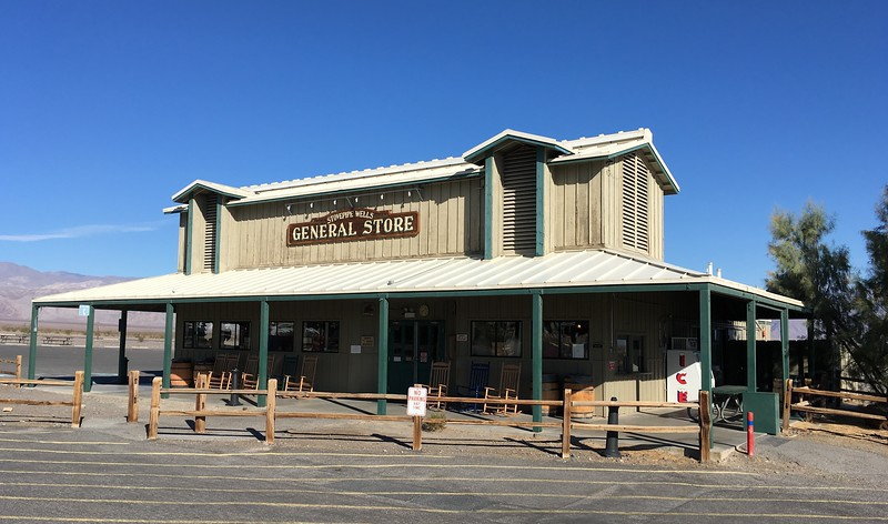 The only general store at Stovepipe Wells town ^_^