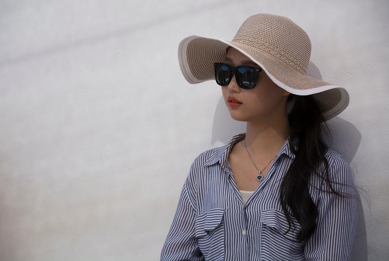 סינית עם כובע1.jpg