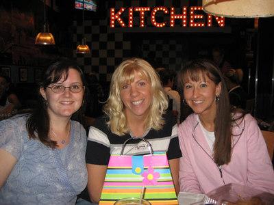 Susan's Birthday at TGIFridays - June 1, 2006