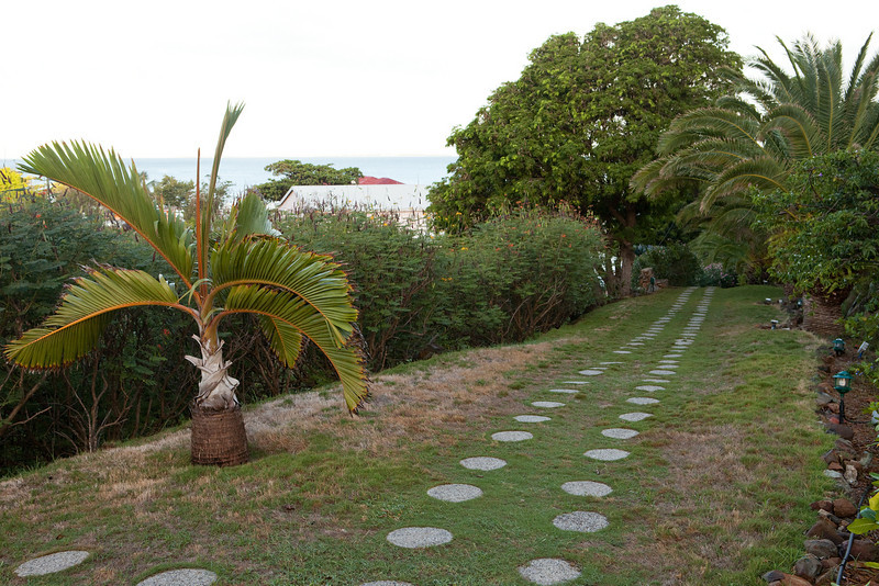 Path down from L'Esplanade to Grand Case.