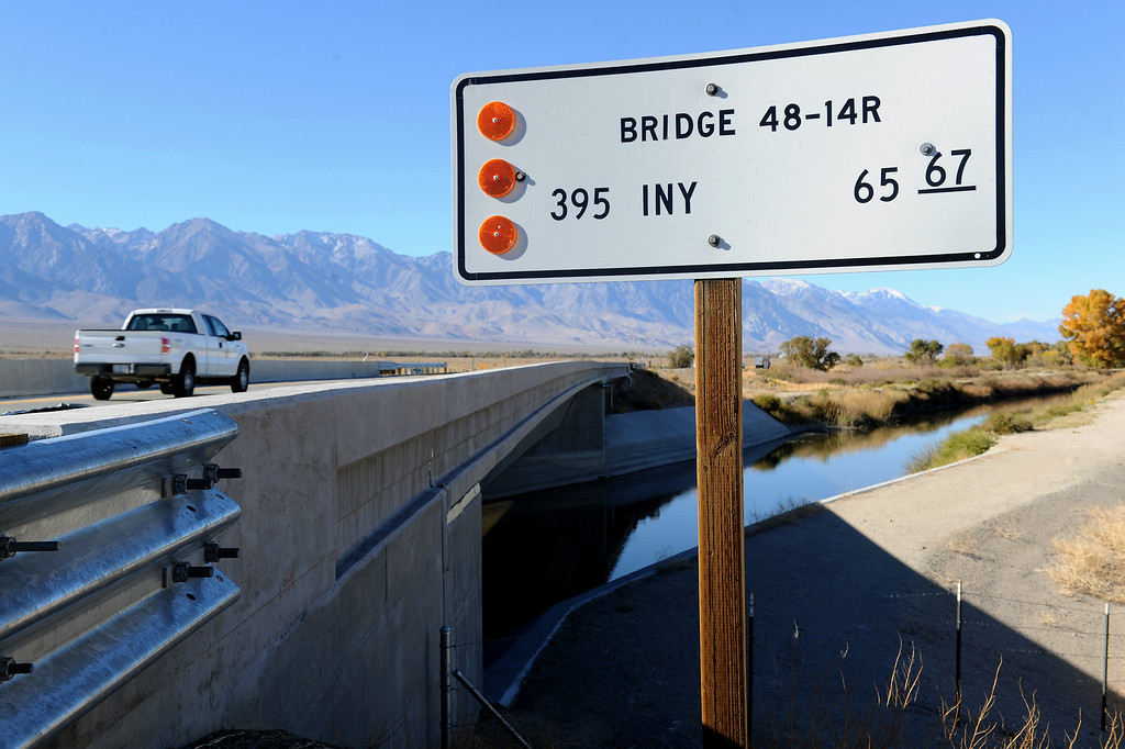 . The L.A. Aqueduct passes under Highway 395 south of Independence. (Photo by Michael Owen Baker/L.A. Daily News)