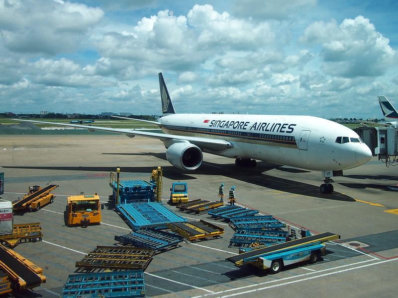 P9247294-singapore-air-at-sgn.JPG