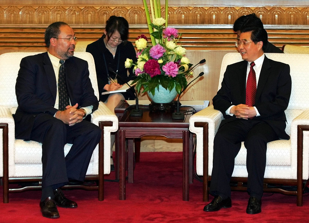 ". Chinese President Hu Jintao, right, welcomes Richard Parsons, left, chairman of the board and CEO of Time Warner Inc. at the Fortune Global Forum in Beijing, Monday, May 16, 2005. More than 500 business and political leaders will take part in a three-day forum titled ""China and the new Asian Century\"".  (AP Photo/Greg Baker)"