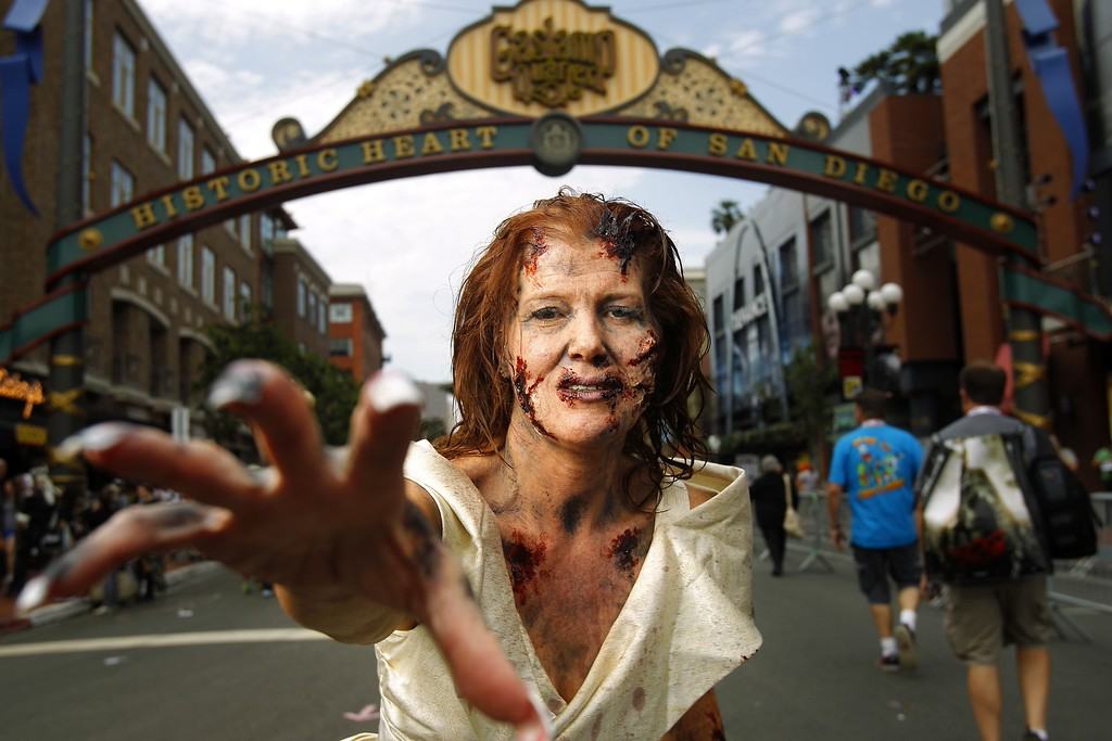". Amy Stone dressed, dressed as a ""walker\"" to promote The Walking Dead Escape, poses for a photo Friday, July 19, 2013, during Comic-Con in San Diego. (AP Photo/U-T San Diego, K.C. Alfred)"