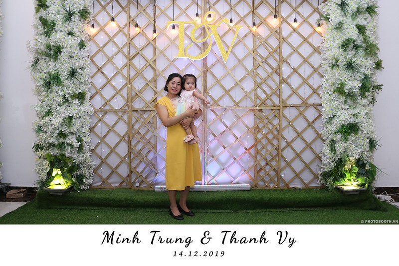 Trung-Vy-wedding-instant-print-photo-booth-Chup-anh-in-hinh-lay-lien-Tiec-cuoi-WefieBox-Photobooth-Vietnam-120.jpg