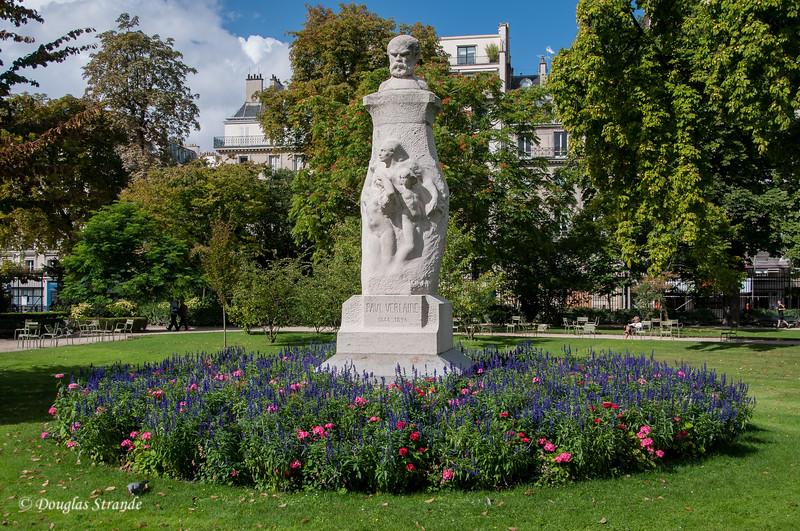 Statues & Flowers adorn the vast Luxembourg Garden