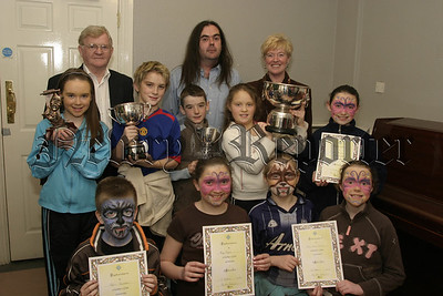 Moneydarragh PS, Premier award winners, Best junior Irish with adjudicator Colm Mac Anderson, Peter Mallon and M Rodgers (principal).  06W08N61
