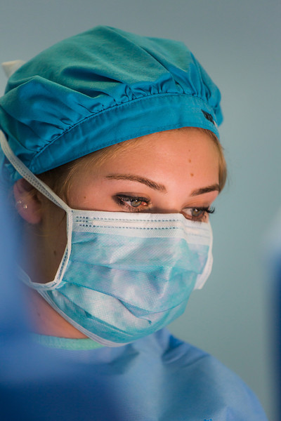 Katie Stempel, a UP nursing student, assists during surgery. Photographed on assignment for Portland Magazine.