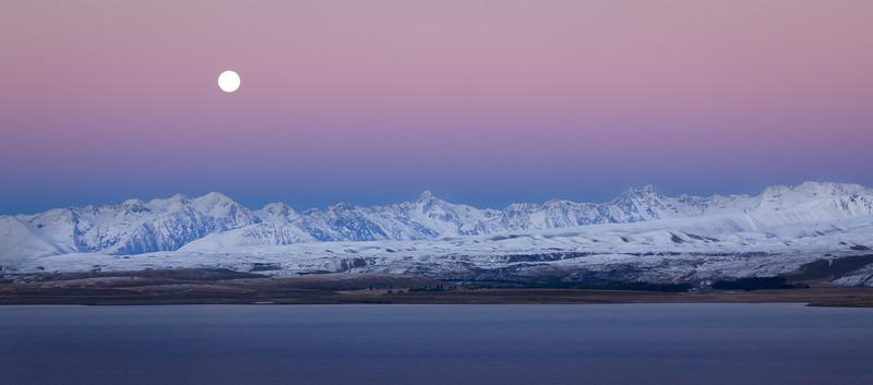 Moonset at Lake Tekapo