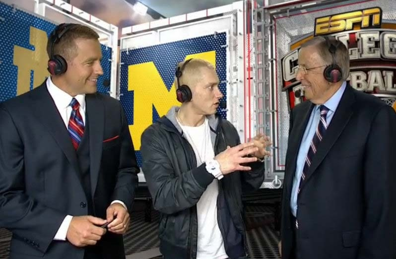 ". <p>10. (tie) EMINEM & BRENT MUSBURGER <p>Imagine how well they would have gotten along if they spoke the same language. (6) <p><b><a href=\'http://www.nydailynews.com/entertainment/tv-movies/eminem-bizarre-saturday-night-football-interview-article-1.1449228\' target=""_blank\""> HUH?</a></b> <p>   (ESPN photo from YouTube)"