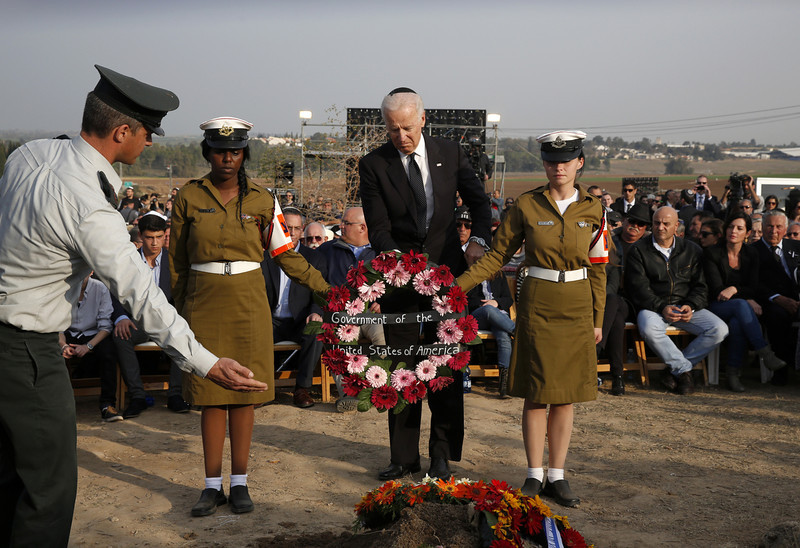 . U.S. Vice President Joe Biden (C) lays a wreath during the funeral of former Israeli Prime Minister Ariel Sharon at Sycamore Farm, on January 13, 2014 in Havat Hashikmim, Israel. Former PM Ariel Sharon\'s died on Saturday aged 85 in Tel Hashomer hospital near Tel Aviv and had been in a coma since January 4, 2006.  (Photo by Baz Ratner - Pool/Getty Images)