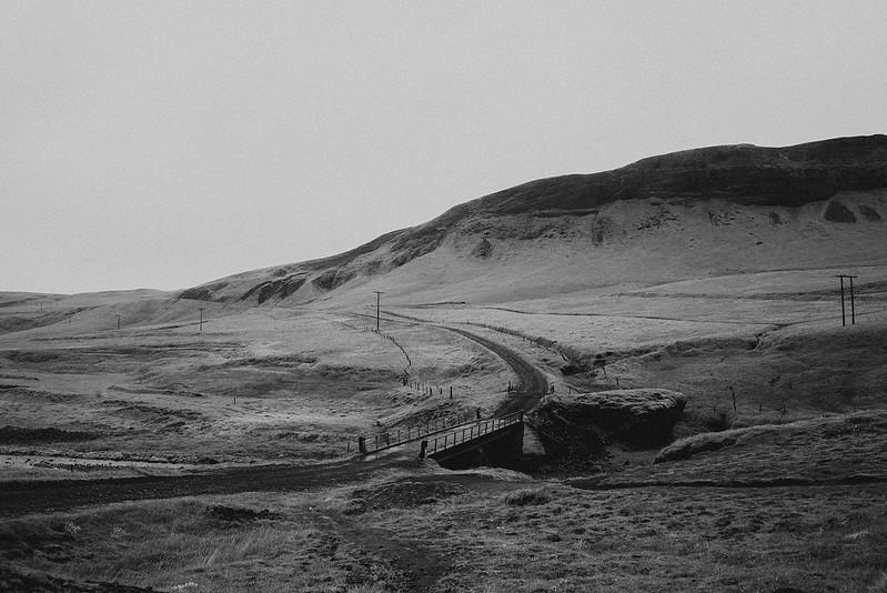 Tu-Nguyen-Destination-Wedding-Photographer-Iceland-Elopement-Fjaðrárgljúfur-16-150a-20.jpg