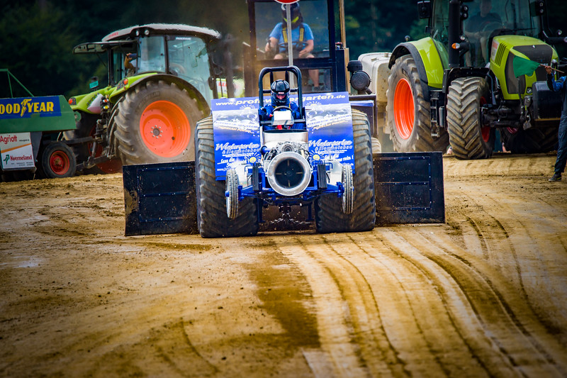 Tractor Pulling 2015-02314.jpg