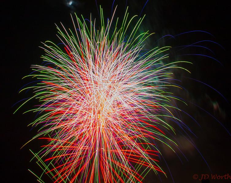 070417 Luray VA Downtown Fireworks - Multicolor Pickup Sticks-0948.jpg