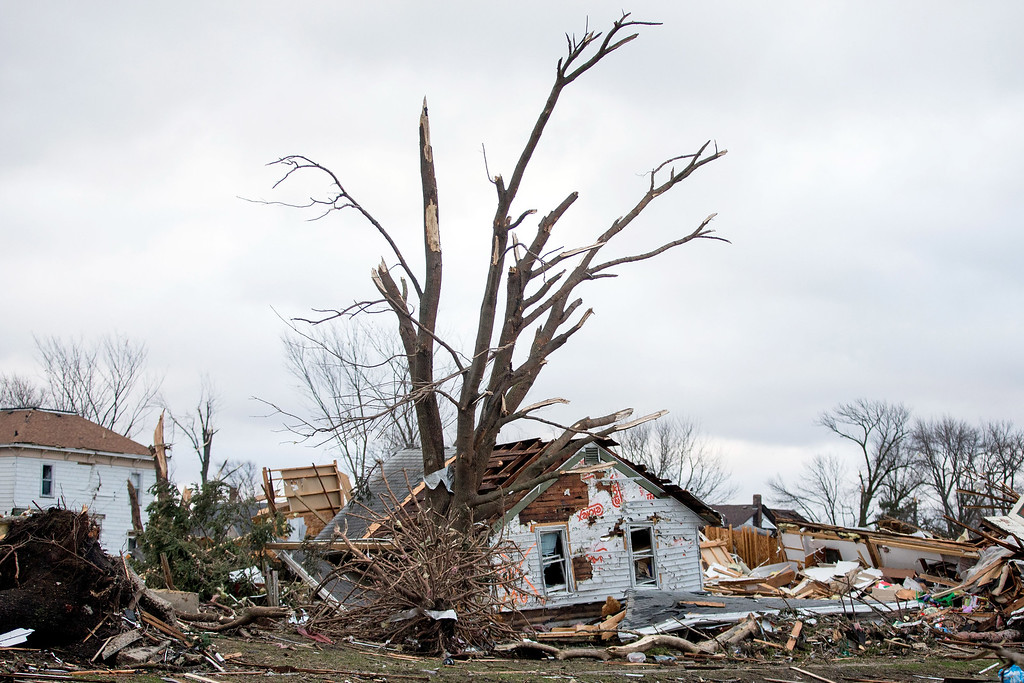 . Houses and property in ruin the morning after a tornado swept through the town the previous day on April 10, 2015 in Fairdale, Illinois. According to reports, 11 people were injured and one person was killed when tornadoes and thunderstorms passed through the northwestern suburbs of Chicago. (Photo by Jon Durr/Getty Images)
