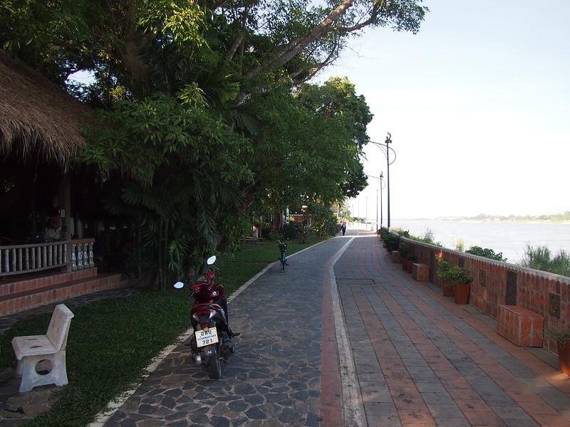 PC058920-riverfront-walk.JPG