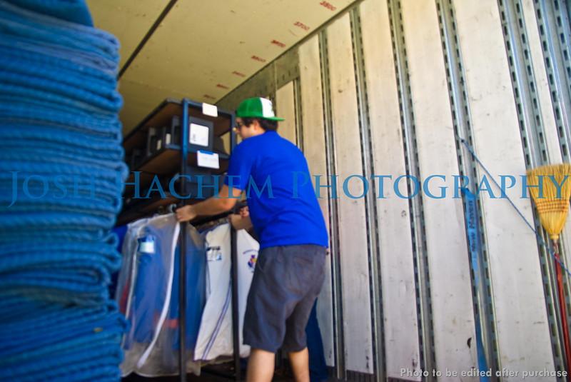 12.29.2008 Unloading the Truck (14).jpg