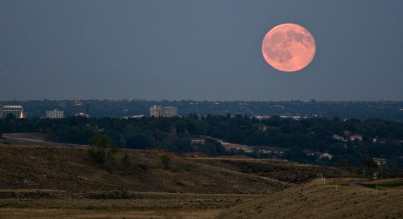 Moon on the horizon2.jpg