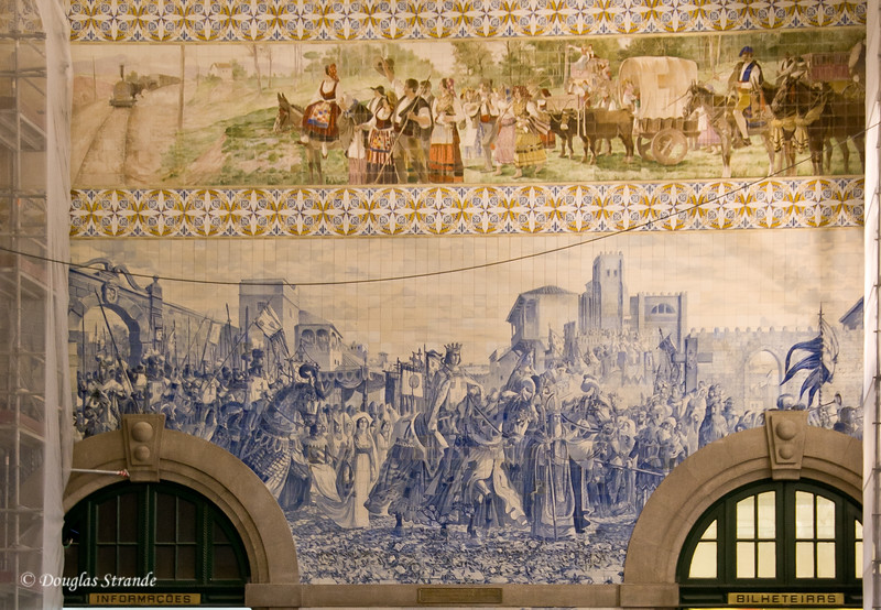Fri 3/18 in Porto: Tile decorations in the train station
