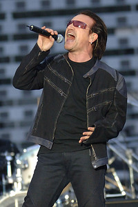 u2-songs-combine-with-liturgy-for-good-friday-u2charist-in-tyler