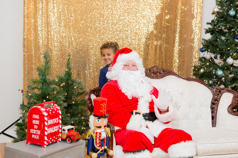 FADS Picture with Santa-252.jpg