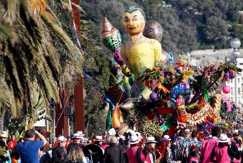 ". Giant balloons are paraded during the Carnival parade in Nice February 16, 2013. The 129th Carnival of Nice runs from February 15 to March 6 and celebrates the ""King of the Five Continents\"".    REUTERS/Eric Gaillard"