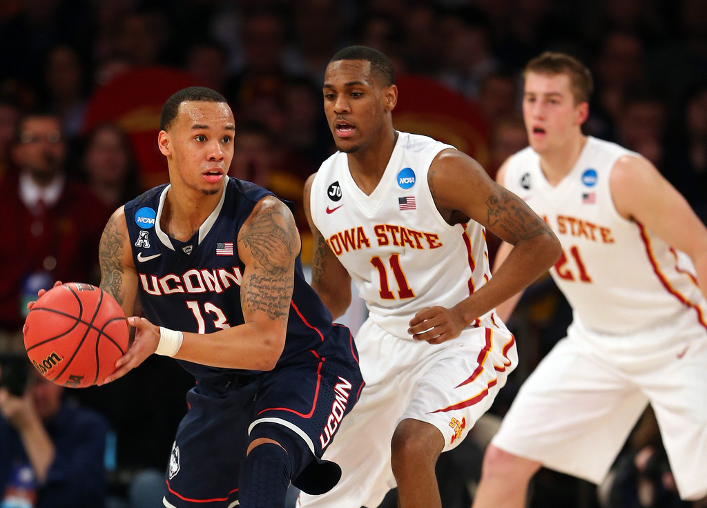 . Shabazz Napier #13 of the Connecticut Huskies handles the ball against Monte Morris #11 of the Iowa State Cyclones during the regional semifinal of the 2014 NCAA Men\'s Basketball Tournament at Madison Square Garden on March 28, 2014 in New York City.  (Photo by Elsa/Getty Images)