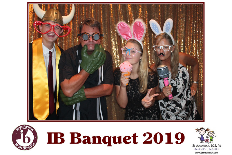 2019.05.20 - Riverview IB Banquet 2019 - Gold Backdrop