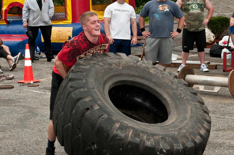 Fitness Revolution Strongman Challenge 2011_ERF4045.jpg