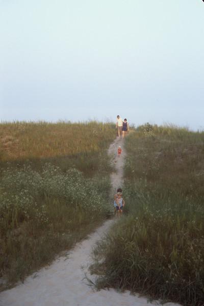1978-08 Chuck, Sue, Jennie. Bonnie & Jonathan.jpg