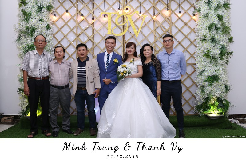 Trung-Vy-wedding-instant-print-photo-booth-Chup-anh-in-hinh-lay-lien-Tiec-cuoi-WefieBox-Photobooth-Vietnam-064.jpg