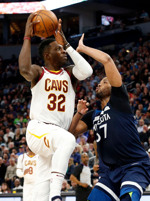 . Cleveland Cavaliers\' Jeff Green, left, goes for a layup against Minnesota Timberwolves\' Taj Gibson in the second half of an NBA basketball game Monday, Jan. 8, 2018, in Minneapolis. (AP Photo/Jim Mone)