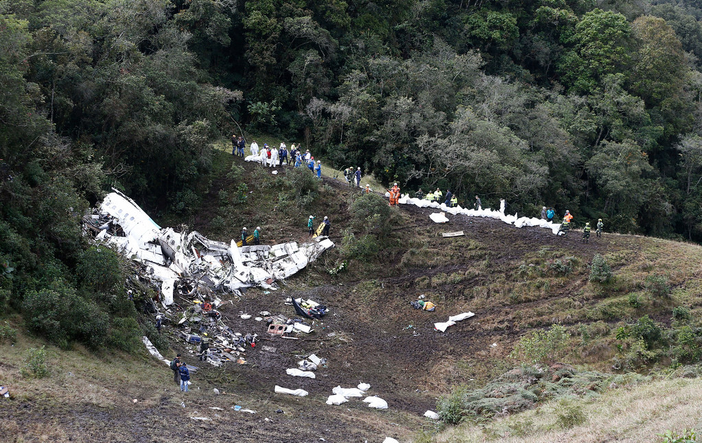 . Rescue workers arrange for evacuation of the bodies of victims of an airplane that crashed in La Union, a mountainous area near Medellin, Colombia, Tuesday, Nov. 29, 2016. The plane was carrying the Brazilian first division soccer club Chapecoense team that was on it\'s way for a Copa Sudamericana final match against Colombia\'s Atletico Nacional. (AP Photo/Fernando Vergara)