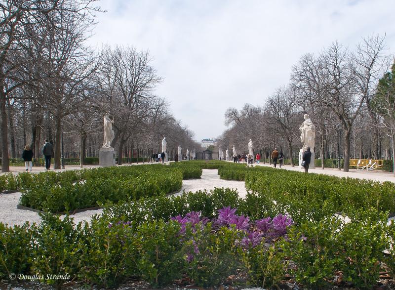 Sun 3/06 in Madrid: Retiro park, Avenue of Statues