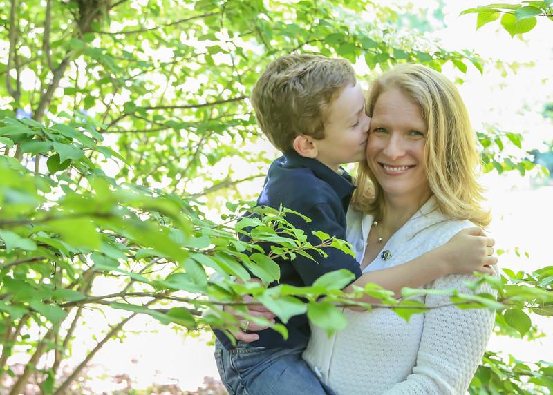 kissing mommy (1 of 1).jpg