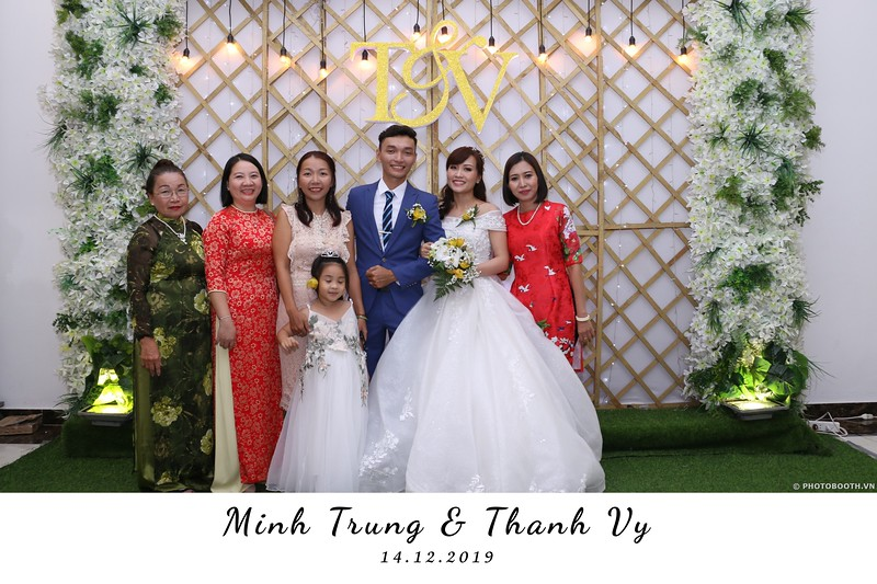 Trung-Vy-wedding-instant-print-photo-booth-Chup-anh-in-hinh-lay-lien-Tiec-cuoi-WefieBox-Photobooth-Vietnam-067.jpg